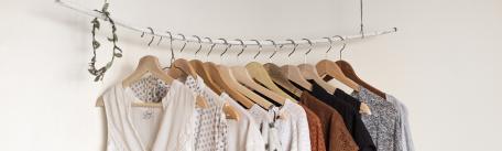 Sfaturi pentru a organiza hainele in dulap