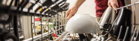 Cum cureti masina de spalat vase: sfaturi utile