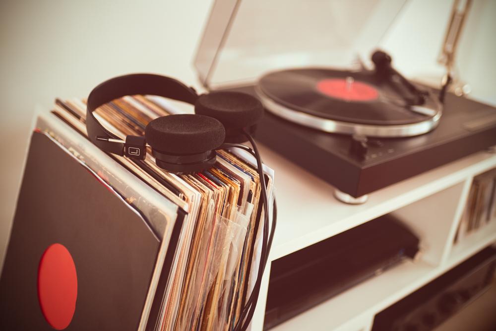 vinyl-player-colectie-vinyluri-cadou-casa-noua