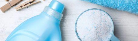 Detergent lichid sau solid pentru rufe? Cum actioneaza fiecare si pe care il alegi